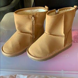 Baby gap tan boots